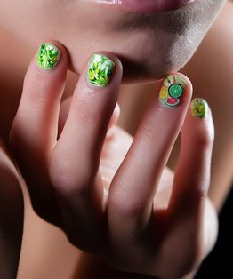 Nail art video tutorial on tri-colour marbling with Fimo slices