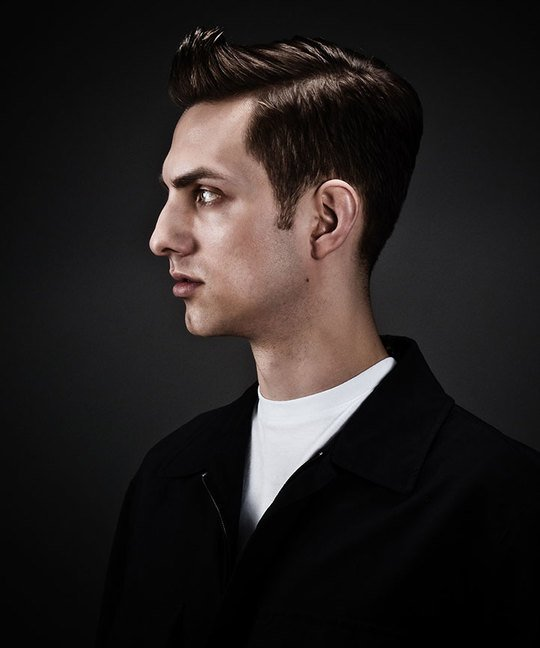 Men's Flat Graduated Pompadour With A Parting